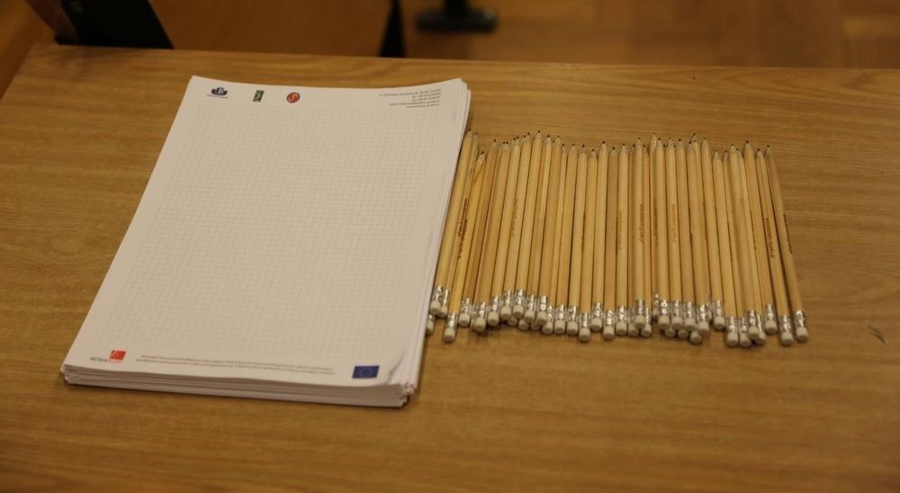 zdjęcie papier i ołówki